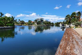 Crystal harbour canal front w/dock