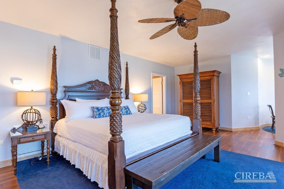 Cayman castle & guest cottage