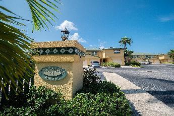 Lakeshore villas